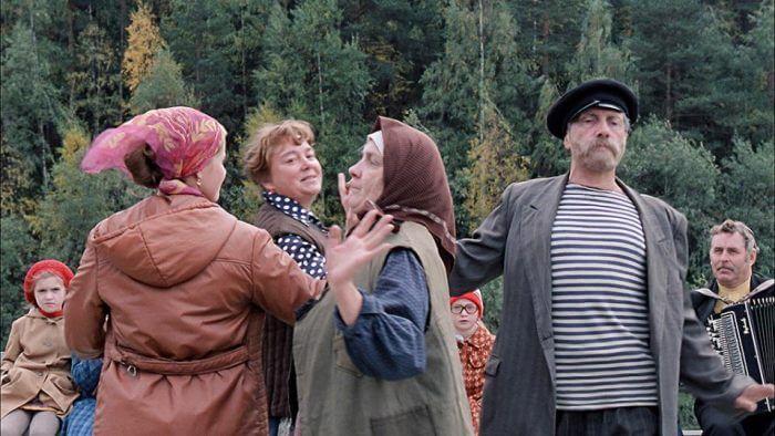 10 русских комедий про деревню и деревенскую жизнь
